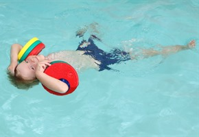 Seepferdchen zum kleinen Preis: Stadtwerke starten günstige Schwimmkurse