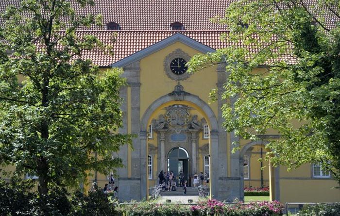 Renommierte Wehrmachtausstellung In Der Uni Bibliothek Beruf